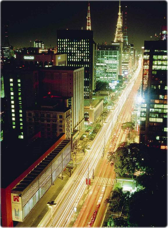 Avenida Paulista à noite. Mais Fotos de São Paulo